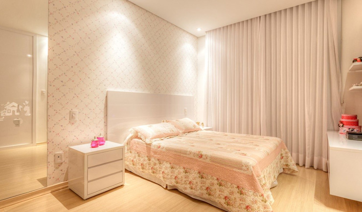 JANAINA NAVES - Design & Arquitetura Eclectic style bedroom MDF Pink