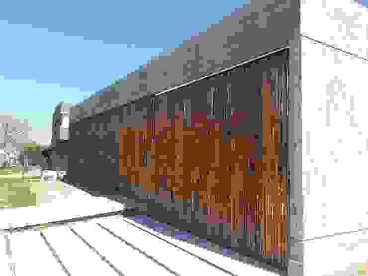 Acceso garage Garajes minimalistas de Estudio Morphe Minimalista