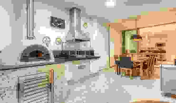 ห้องครัว โดย JANAINA NAVES - Design & Arquitetura,