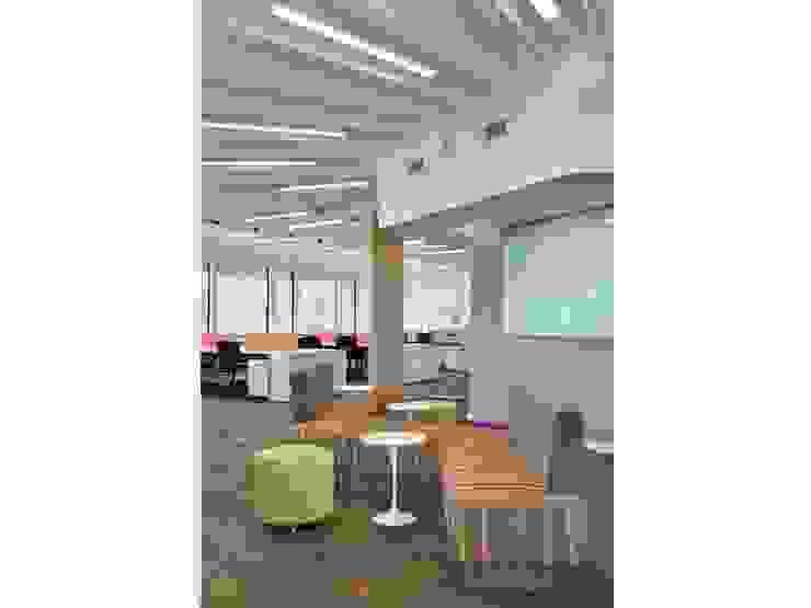 Zona reuniones Oficinas y comercios de estilo moderno de Estudio Morphe Moderno