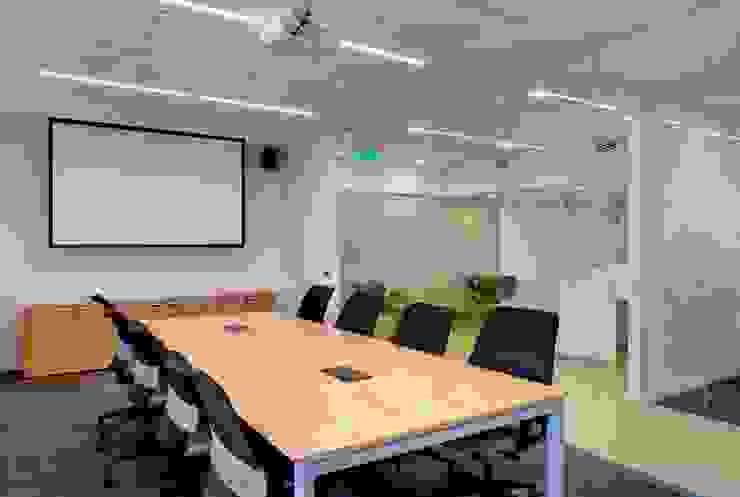 Sala de reuniones Oficinas y comercios de estilo moderno de Estudio Morphe Moderno