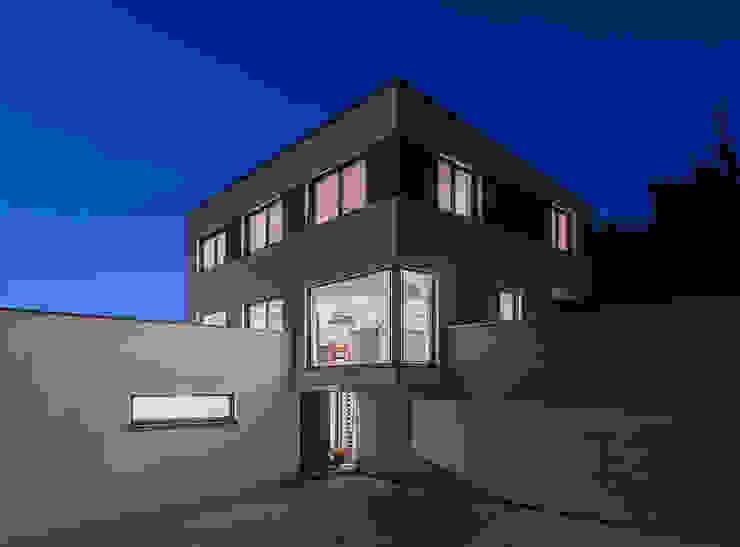 Maisons modernes par KitzlingerHaus GmbH & Co. KG Moderne Bois d'ingénierie Transparent