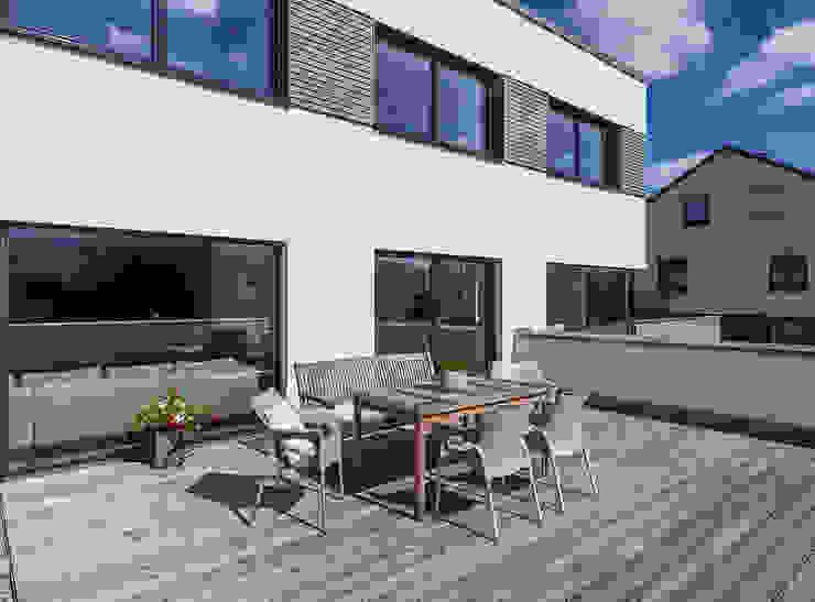Modern Terrace by KitzlingerHaus GmbH & Co. KG Modern Engineered Wood Transparent