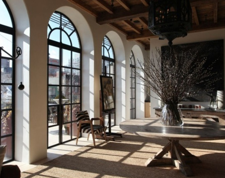 Ralph Lauren designer Alfred Pa's incredible NYC apartment Puertas y ventanas de estilo moderno de Clement Windows Moderno