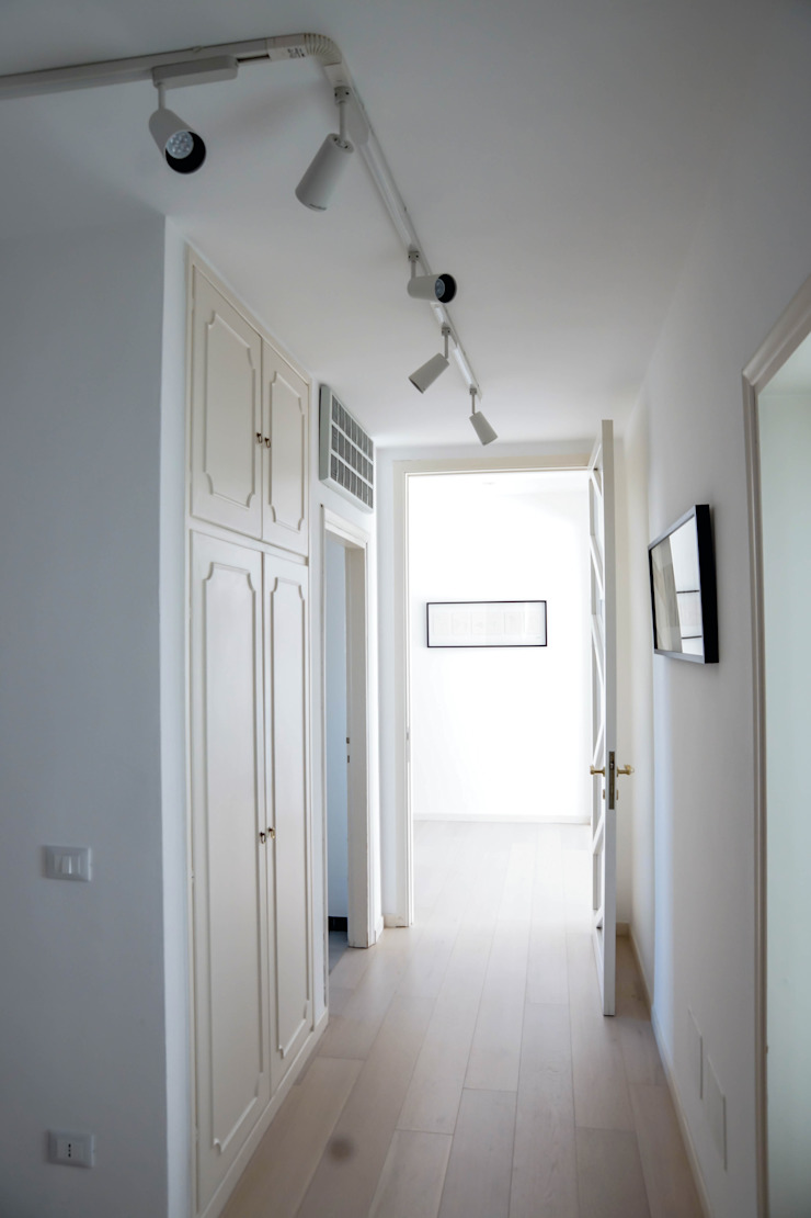 Polihouse Ingresso, Corridoio & Scale in stile minimalista di Luca Bucciantini Architettura d' interni Minimalista