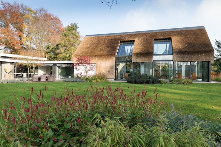 Modern balcony, veranda & terrace by Drijvers Oisterwijk bv Modern Ceramic