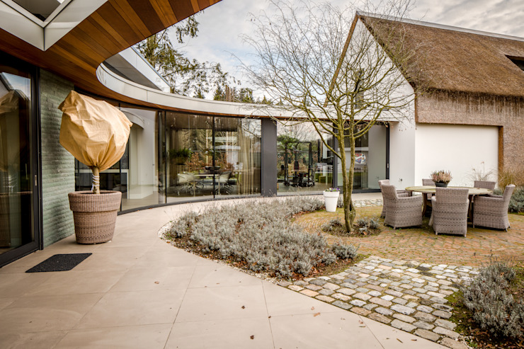 Country style balcony, veranda & terrace by Drijvers Oisterwijk bv Country Wood Wood effect