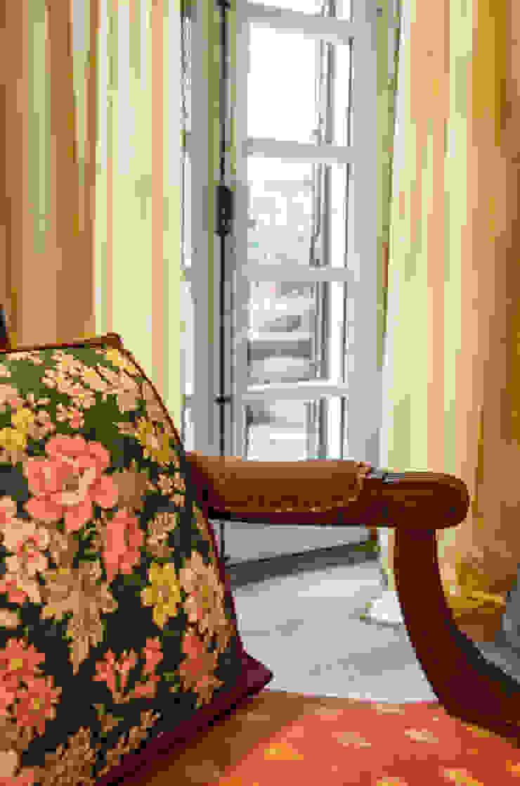 Modern Living Room by L'Antica s.a.s. Modern