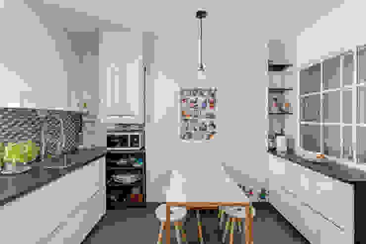Minimalistische keukens van Mon Concept Habitation Minimalistisch