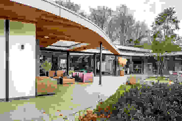 Totaalconcept Villa te Oisterwijk Moderne balkons, veranda's en terrassen van Drijvers Oisterwijk bv Modern Hout Hout