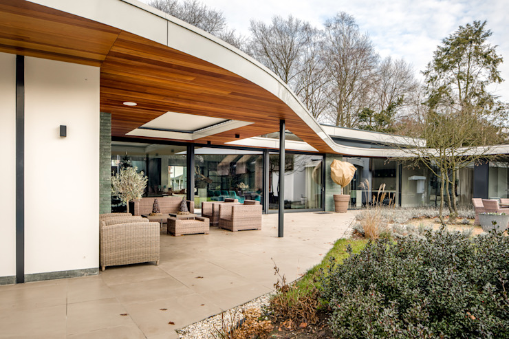 Modern balcony, veranda & terrace by Drijvers Oisterwijk bv Modern Wood Wood effect