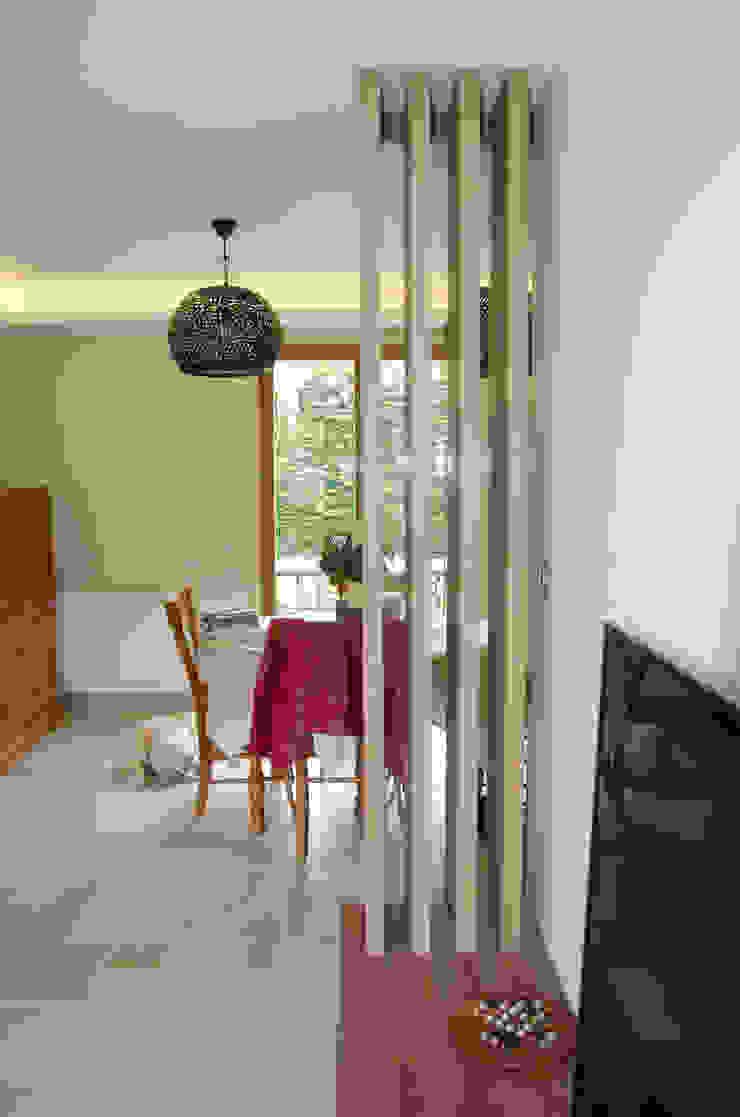 Claustra entre salon et salle à manger par Kauri Architecture