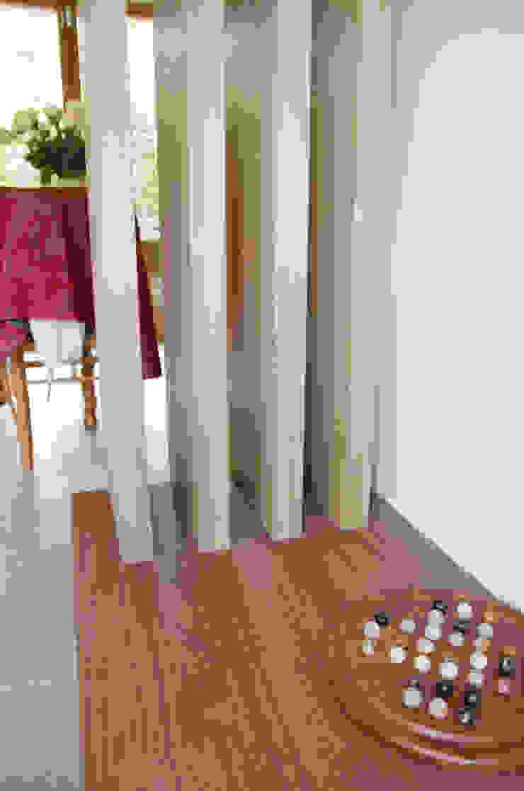 Claustra sur banc de rangement par Kauri Architecture