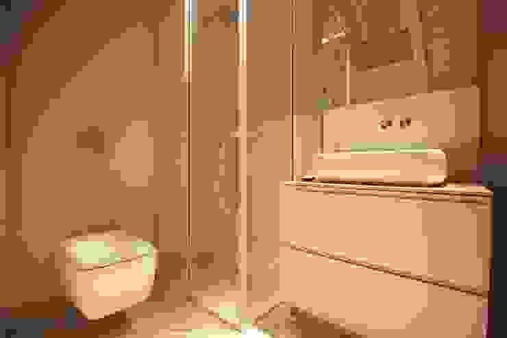 studio di architettura DISEGNO Baños de estilo moderno