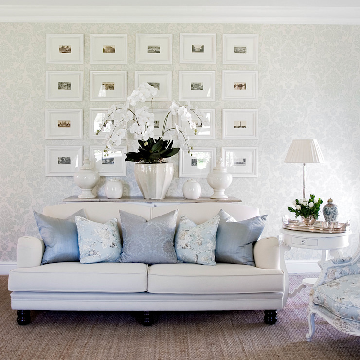 Craighall Home:  Living room by Peter Thomas Interiors, Classic