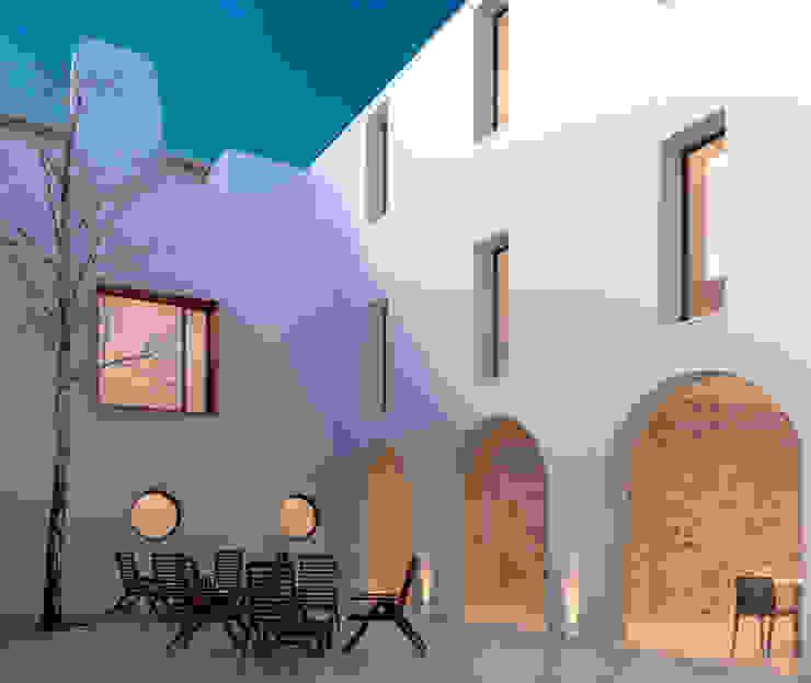 Classic style houses by FILIPE SARAIVA - ARQUITECTOS, LDA Classic