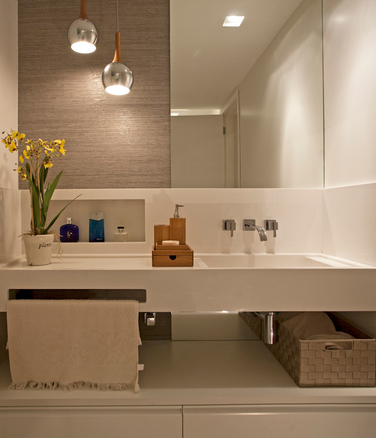 Modern bathroom by Deise Maturana arquitetura + interiores Modern