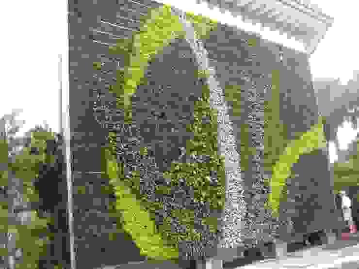 Taman Vertikal Bangunan Kantor Modern Oleh NISCALA GARDEN | Tukang Taman Surabaya Modern