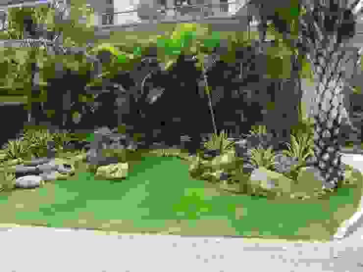 Jardines de estilo clásico de NISCALA GARDEN | Tukang Taman Surabaya Clásico