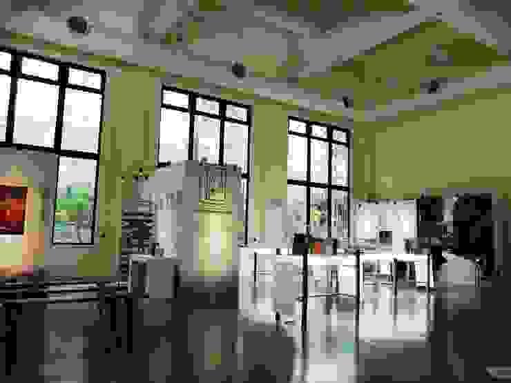 主館舍顯露原有室內空間尺度,增設落地窗景,引入戶外竹林綠意 根據 薛晉屏建築師事務所
