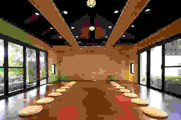 重整室內空間,重現兩側通透窗景,綠意串流茶藝教室 根據 薛晉屏建築師事務所