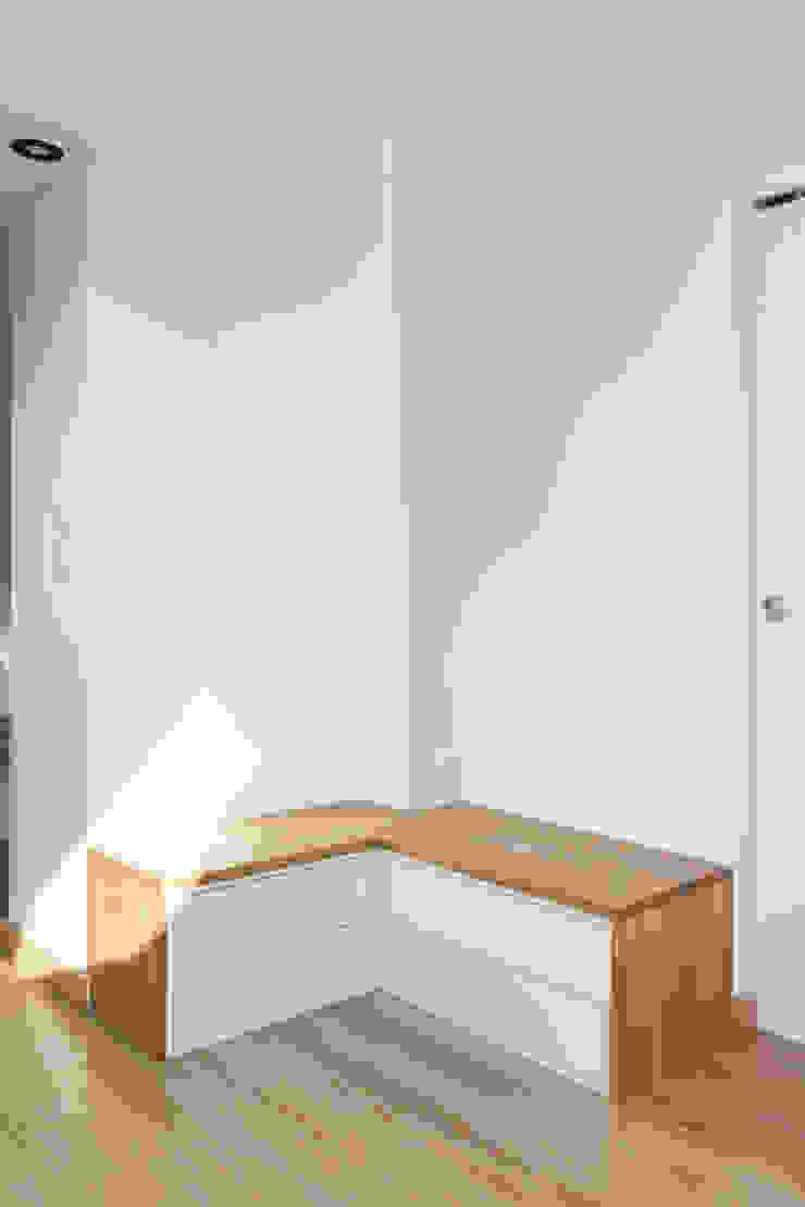Mon Concept Habitation Scandinavian corridor, hallway & stairs