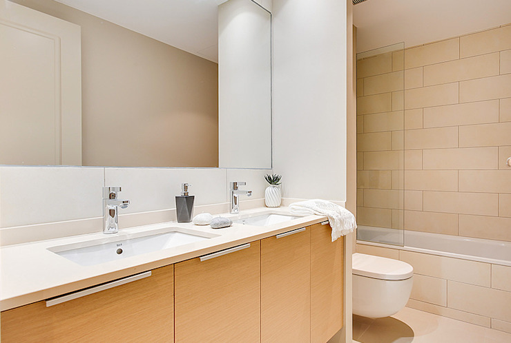 Bathroom من Markham Stagers حداثي