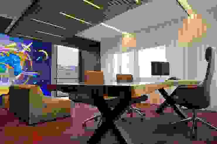 Boomstam tafel bureau Moderne kantoor- & winkelruimten van Bobarchitectuur Modern