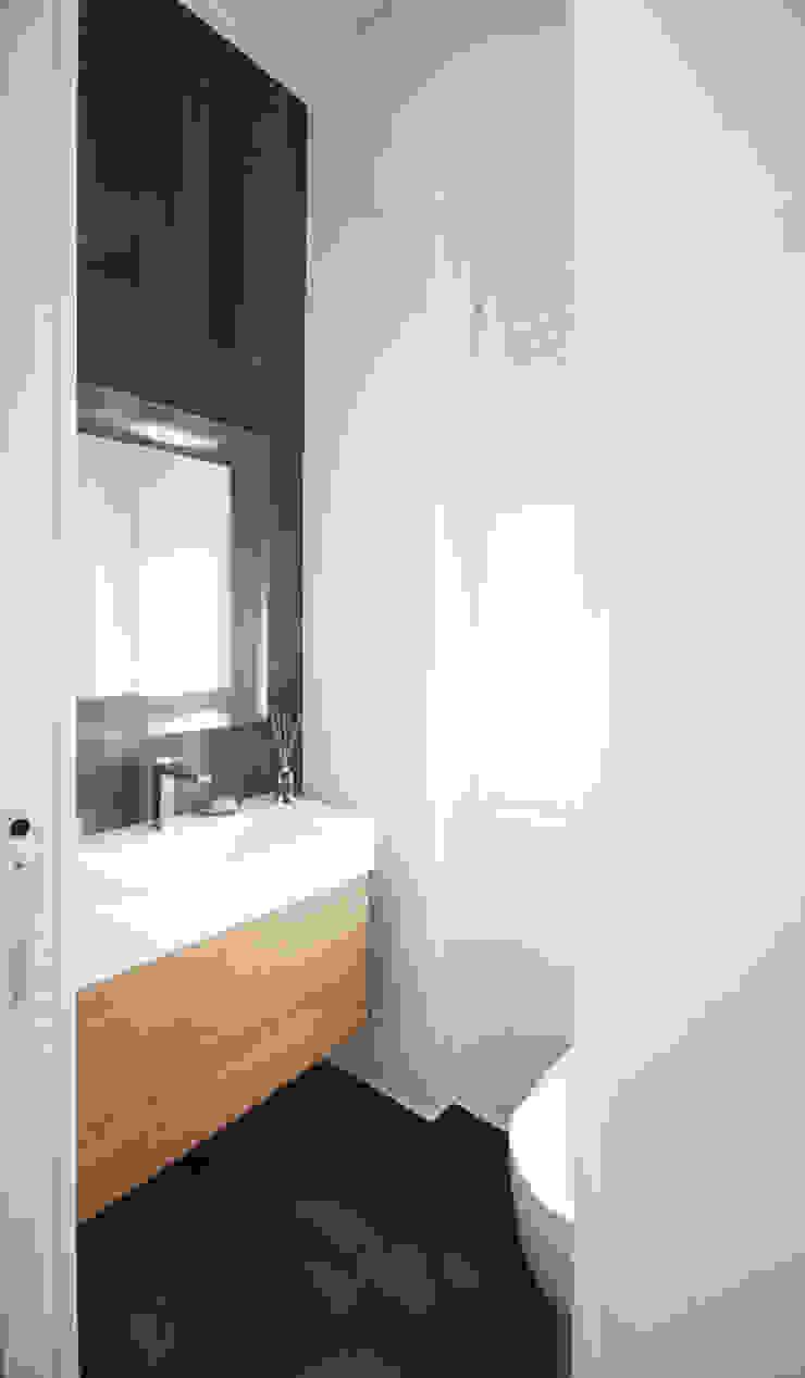 Minimalist style bathroom by Andrea Orioli Minimalist Tiles