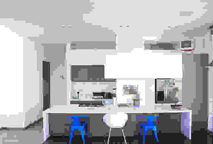 Cocinas de estilo minimalista de Contrafuerte Minimalista