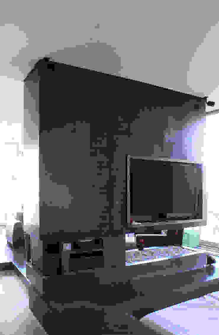 Remodelación Apartamento Echeverry Salas multimedia de estilo industrial de Contrafuerte Industrial