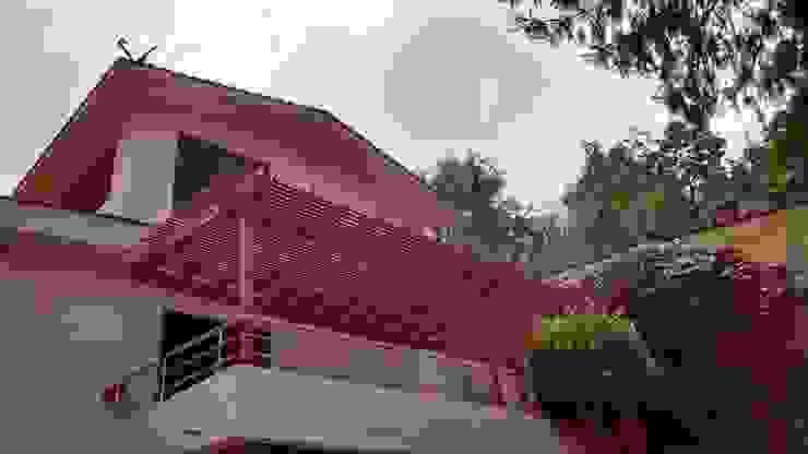 Deck de madera y pérgola en Huixquilucan Materia Viva S.A. de C.V. Balcones y terrazas rústicos