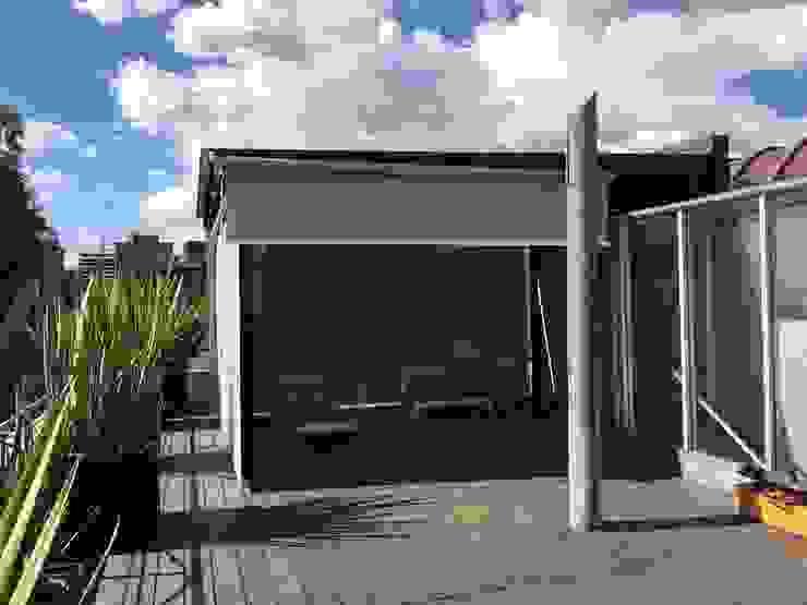 Toldo Vertical en Polanco: Terrazas de estilo  por Materia Viva S.A. de C.V.,