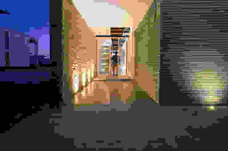 3 FAMILIAS – 3 CUBOS Casas modernas: Ideas, diseños y decoración de Chetecortés Moderno
