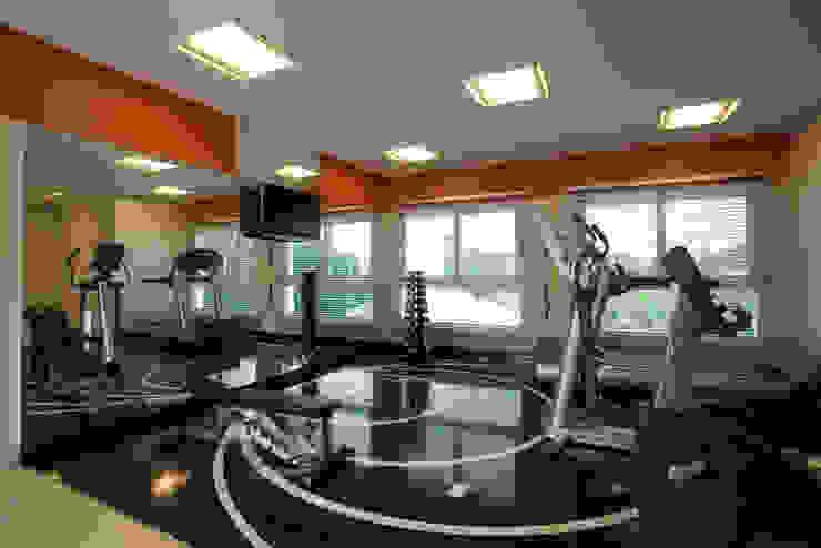 CASA H.E: Fitness  por Eustáquio Leite Arquitetura,