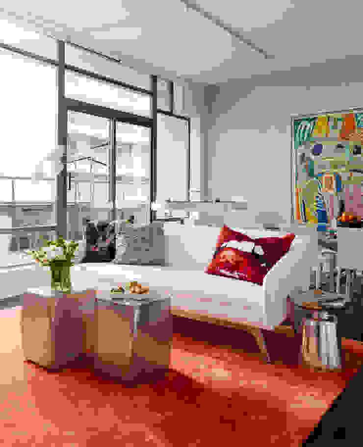 Douglas Design Studio ห้องนั่งเล่นของตกแต่งและอุปกรณ์จิปาถะ Red