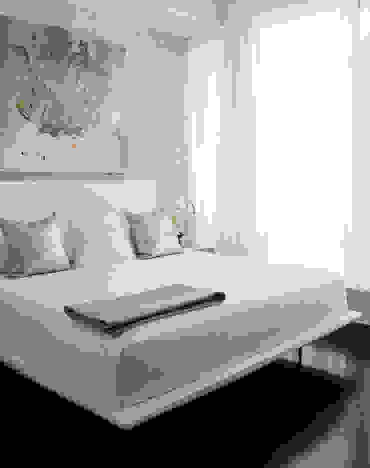 Douglas Design Studio ห้องนอนเตียงนอนและหัวเตียง White