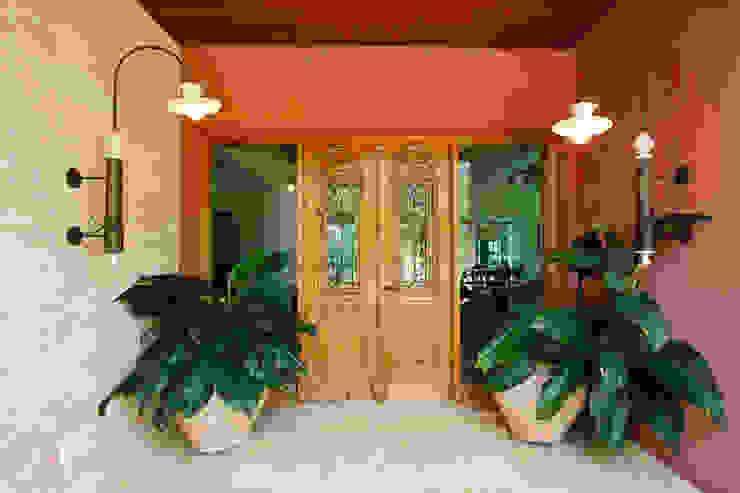 Pasillos, vestíbulos y escaleras de estilo rústico de Eustáquio Leite Arquitetura Rústico