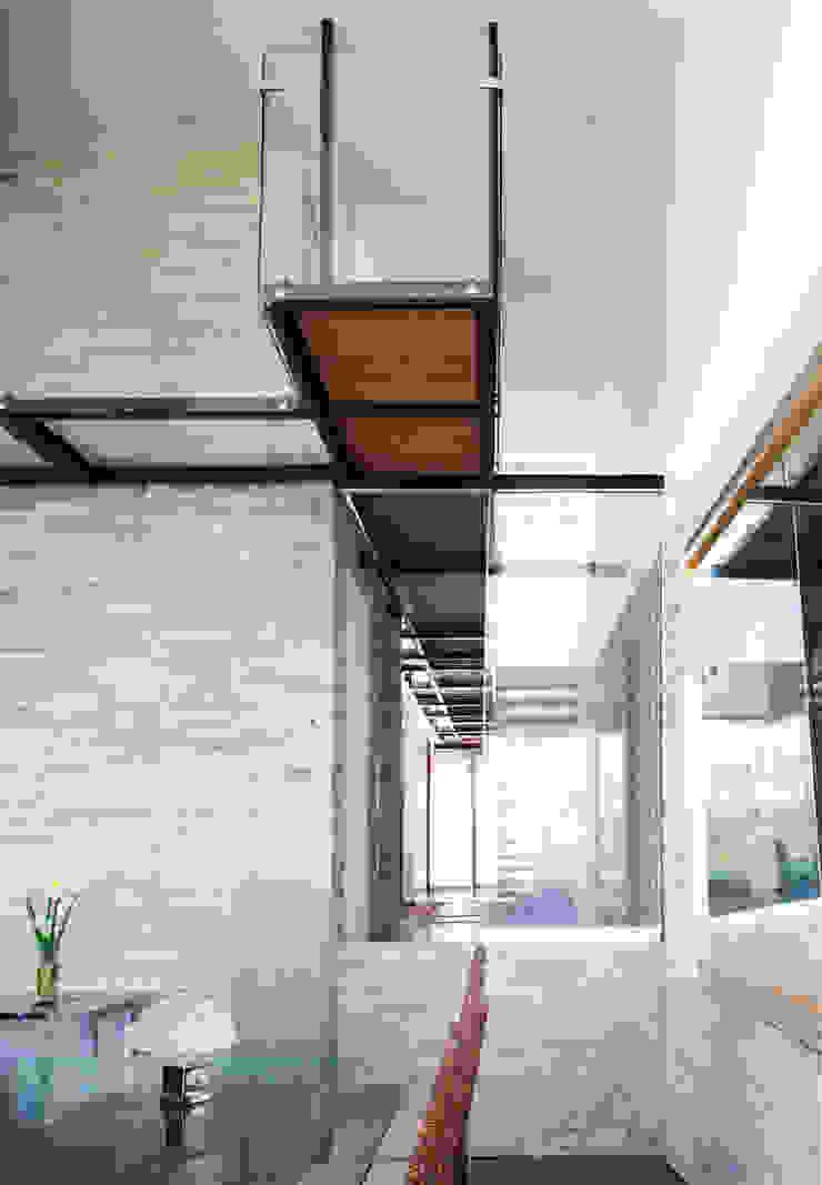 3 FAMILIAS – 3 CUBOS Pasillos, vestíbulos y escaleras modernos de Chetecortés Moderno