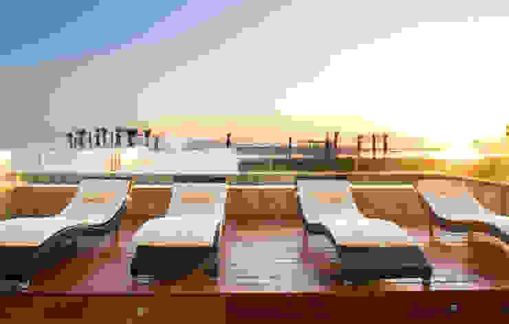 3 FAMILIAS – 3 CUBOS Balcones y terrazas modernos de Chetecortés Moderno