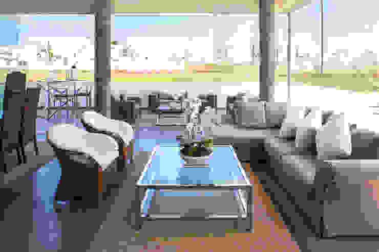 3 FAMILIAS – 3 CUBOS Salas modernas de Chetecortés Moderno