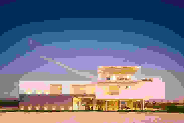 3 FAMILIAS - 3 CUBOS Casas modernas: Ideas, diseños y decoración de Chetecortés Moderno