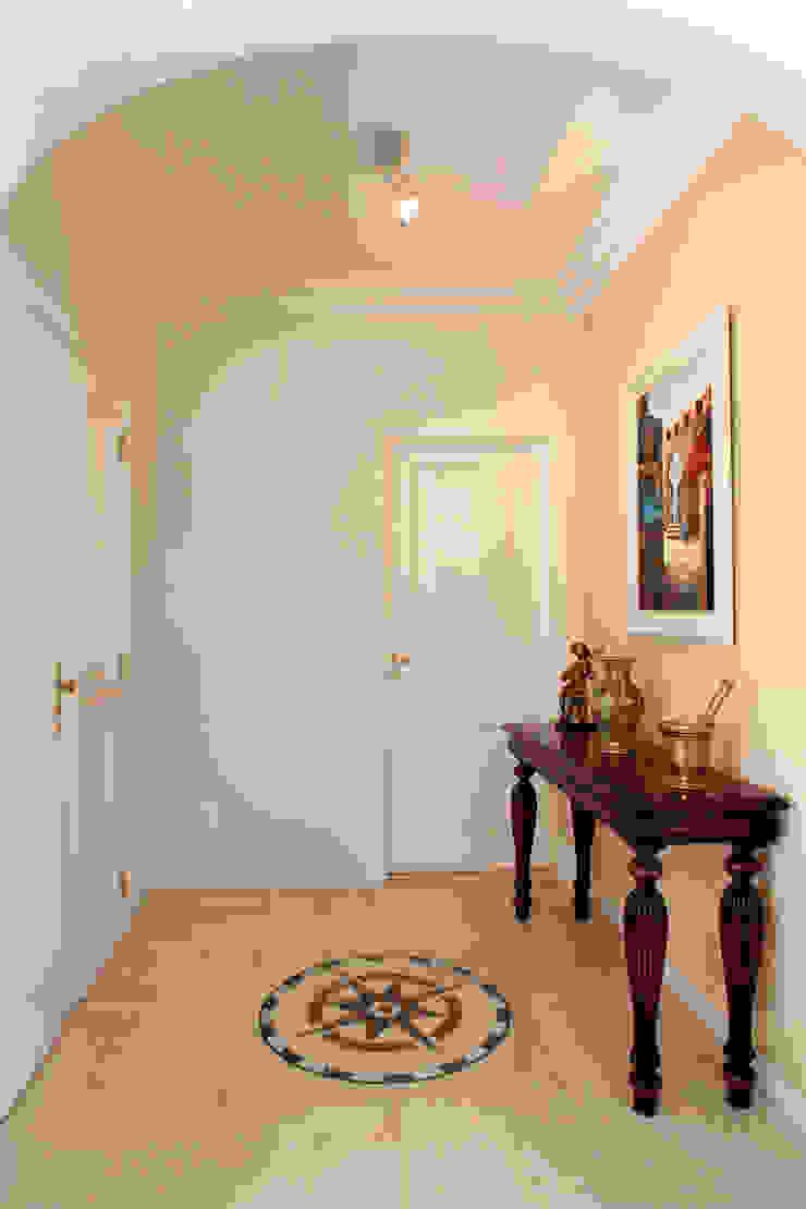 CASA E.L Eustáquio Leite Arquitetura Corredores, halls e escadas clássicos