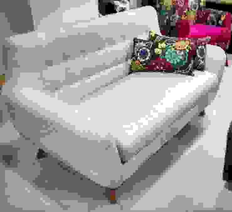 sofa escandinavo de AMOBLARTE MUEBLES Y DISEÑO INTERIOR Escandinavo Lino Rosa