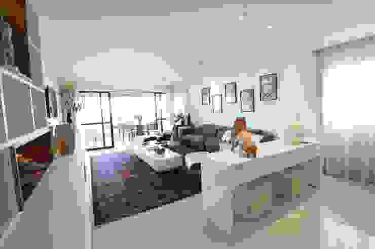 Modern living room by Camila Araújo Arquitetura e Interiores Modern