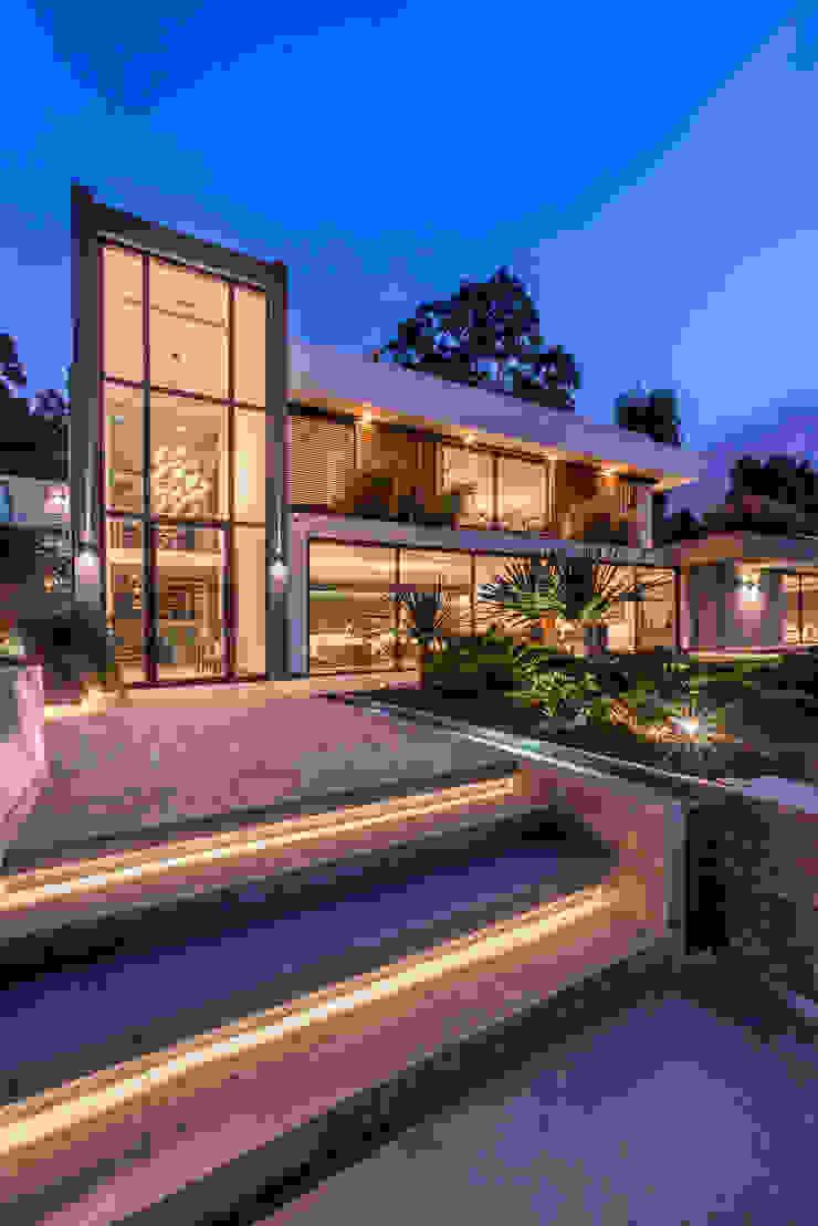 FACHADA PRINCIPAL Casas modernas: Ideas, diseños y decoración de DMS Arquitectas Moderno