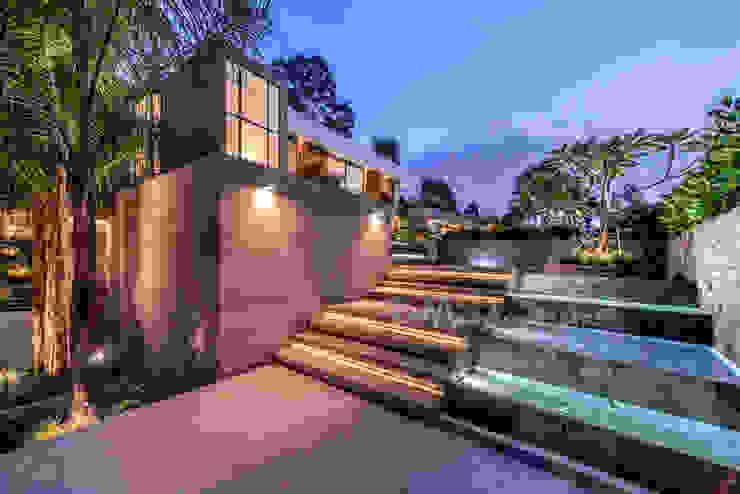 INGRESO PRINCIPAL Casas modernas: Ideas, diseños y decoración de DMS Arquitectas Moderno