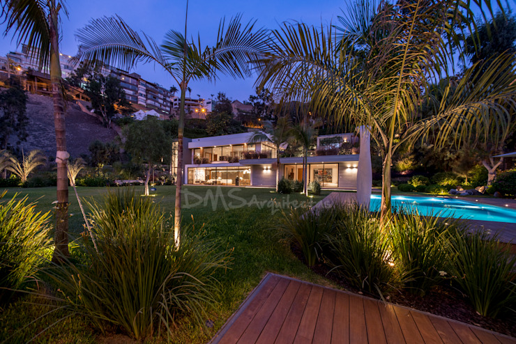 FACHADA FRONTAL Casas modernas: Ideas, diseños y decoración de DMS Arquitectas Moderno