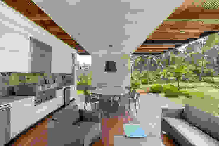 TERRAZA Balcones y terrazas modernos de DMS Arquitectas Moderno