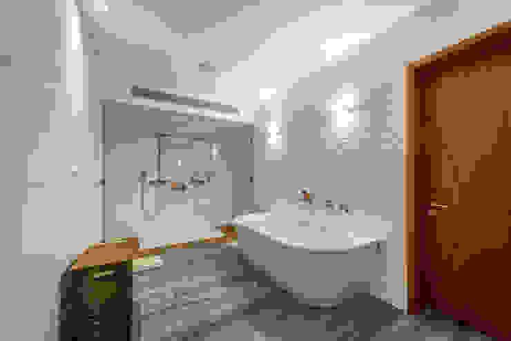 BAÑO PRINCIPAL: Baños de estilo  por DMS Arquitectas,